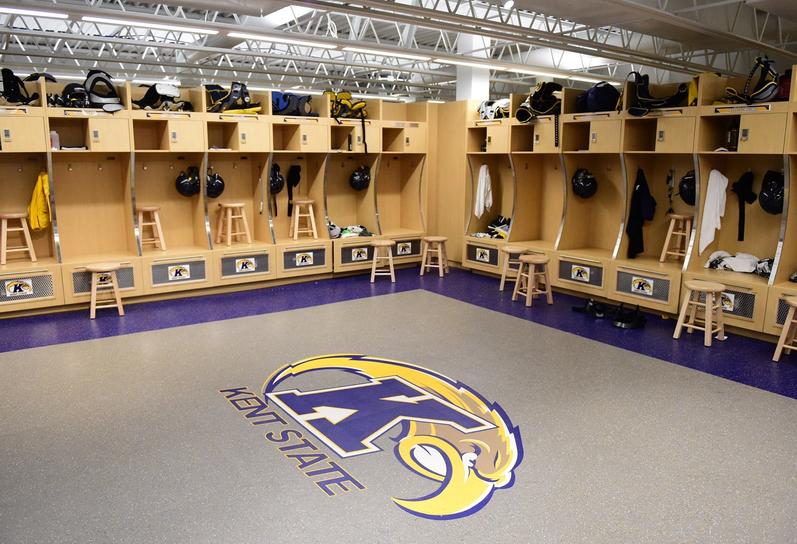 Kent State Unveils New Locker Room